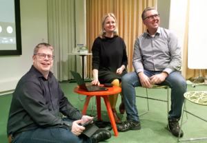Kuvassa iloisissa tunnelmissa TOP-keskuksen toiminnanjohtaja Jouni Paakkinen, DigiOne hankepäällikkö Anna Österman ja Turun DigiOne hankepäällikkö Seppo Pukonen.